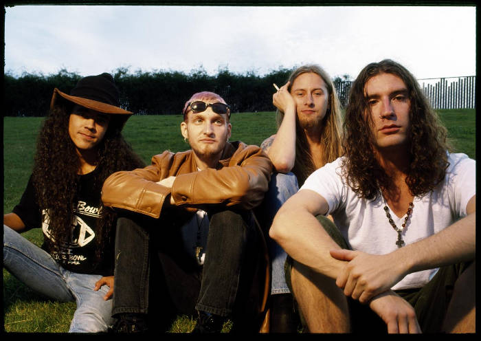 Alice in Chains dengan vokalis layne staley